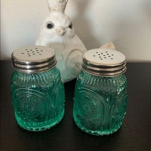 New Pioneer Woman Teal Glass S&P set